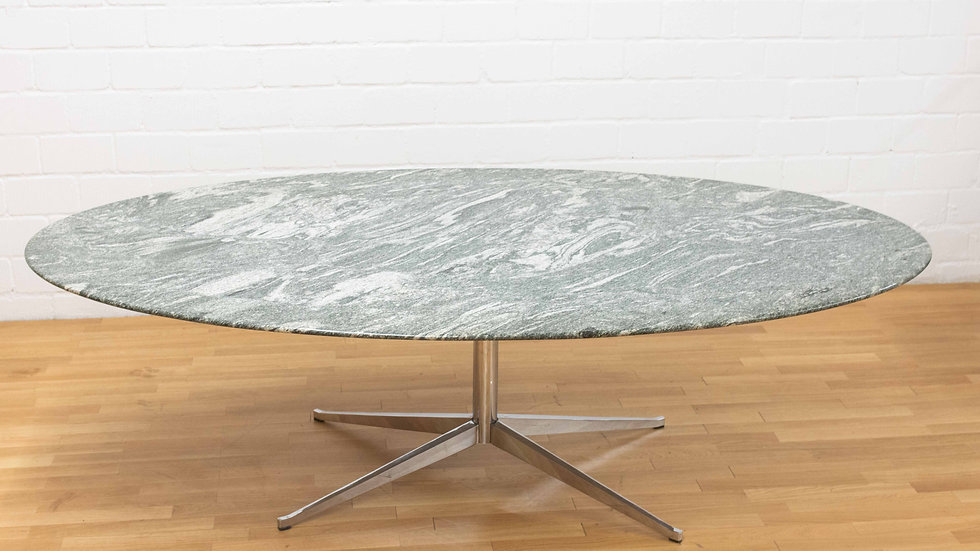 Florence Knoll Bassett Oval Table von Knoll International