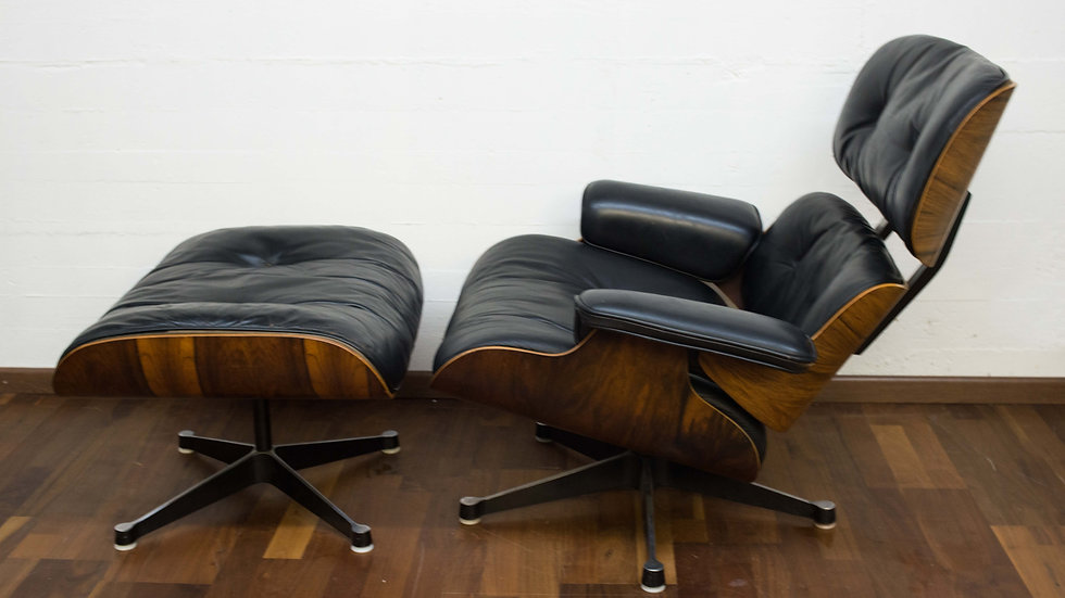 Charles & Ray Eames 670 Lounge Chair & 671 Ottoman von Vitra