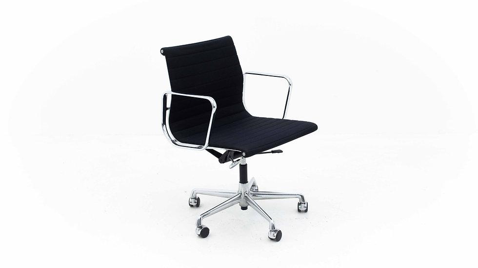 Vitra EA 117 Bürostuhl von Charles & Ray Eames Hopsak schwarz verchromt