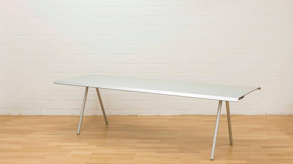 Atelier Oi TIRA Studio Table von WOGG