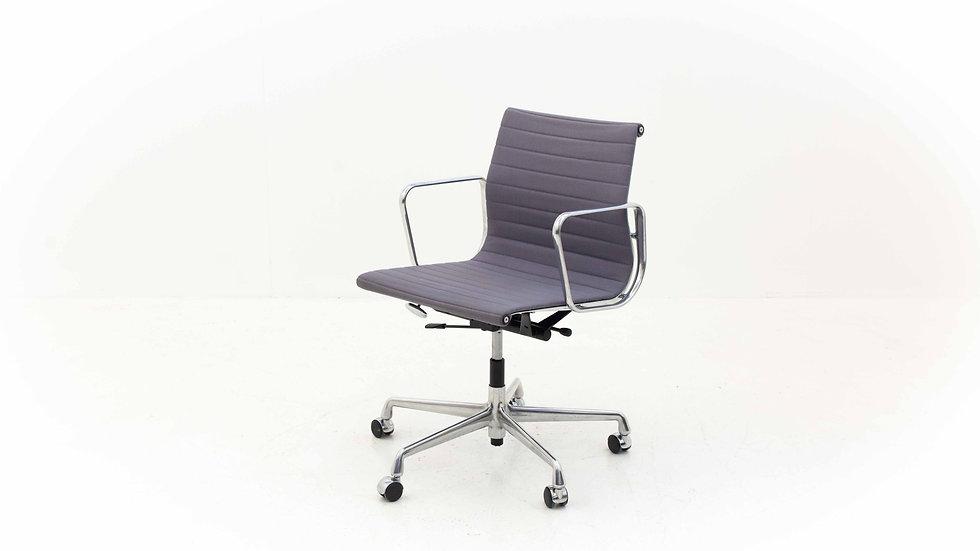 Vitra Eames EA 117 Bürostuhl in Hopsak
