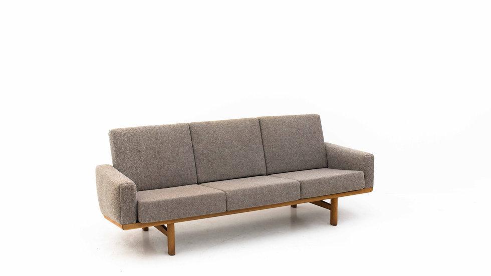 Hans J. Wegner Modell GE236 Sofa  von Getama