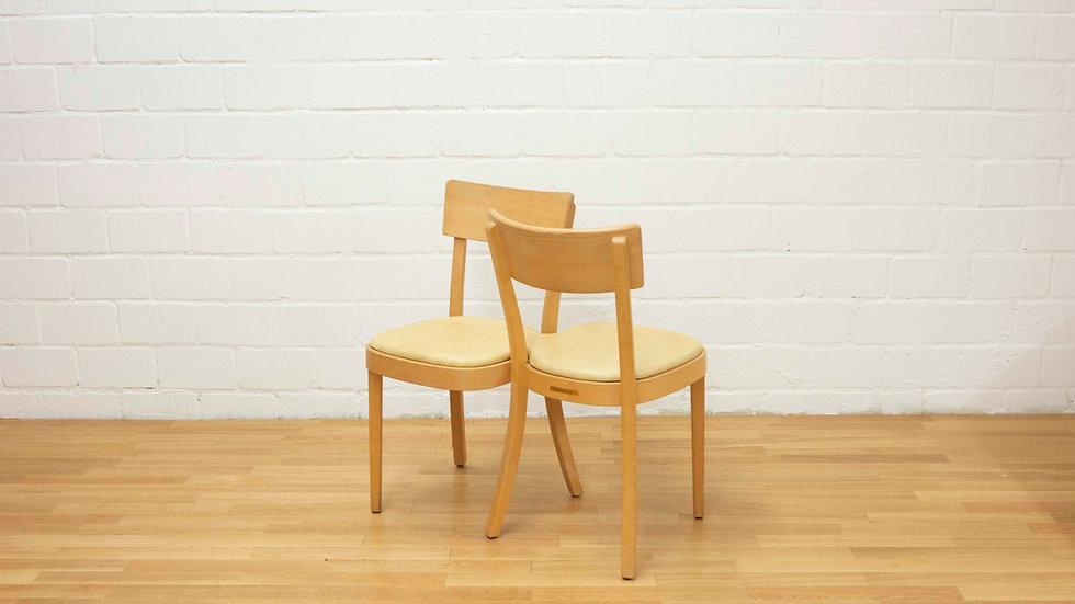 """Isabell Gatzen """"TAKE A SEAT"""" von Horgenglarus Stühle fürs Café Z am Park"""
