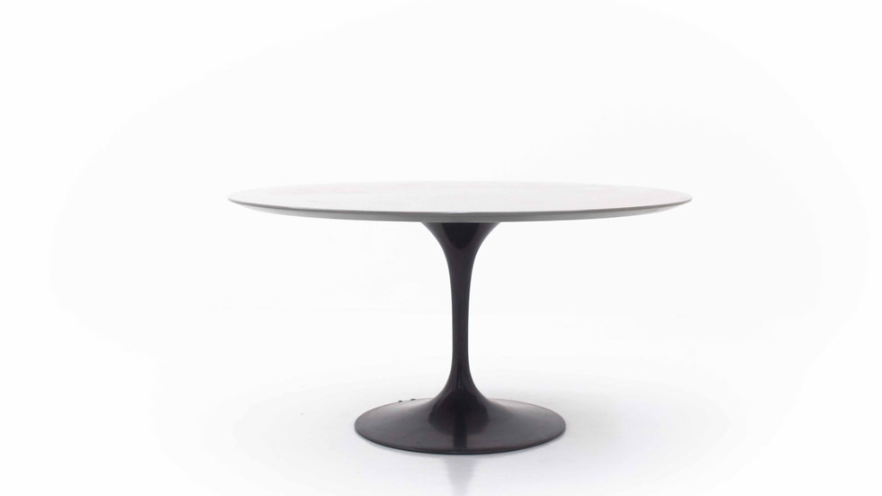 Eero Saarinen Tulip Table 137cm von Knoll International