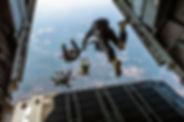 Vom Flugzeug springen