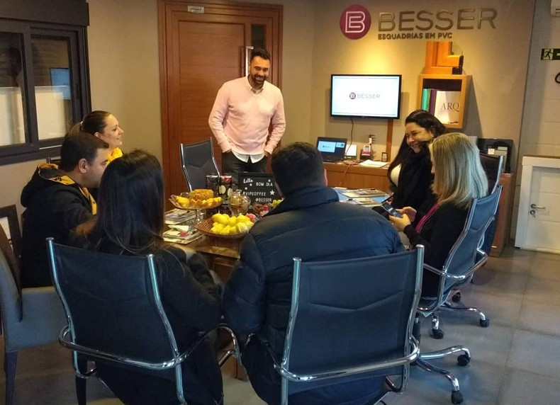 Vip Coffee Besser. Café da manhã periódico com profissionais de arquitetura para o cliente Besser Esquadrias.