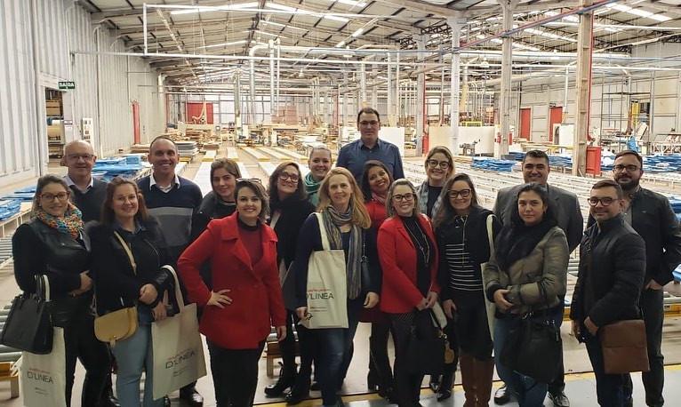 Visitação à Fábrica Dlinea. Grupo periódico de profissionais de arquitetura e design, em 2019.