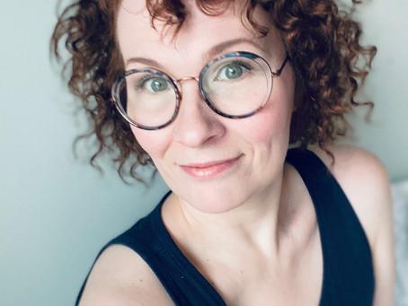 VOIMABILEIDEN PUHUJA - Elisa Pentikäinen | Taideterapeutti