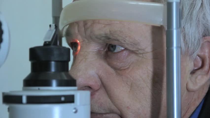 ο οφθαλμολογικός έλεγχος στους ηλικιωμένους | Eye Care Plus