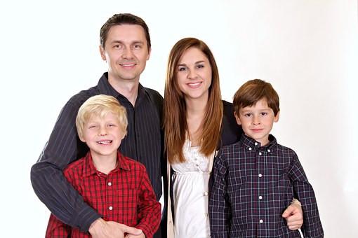 Famille, enfants heureux,