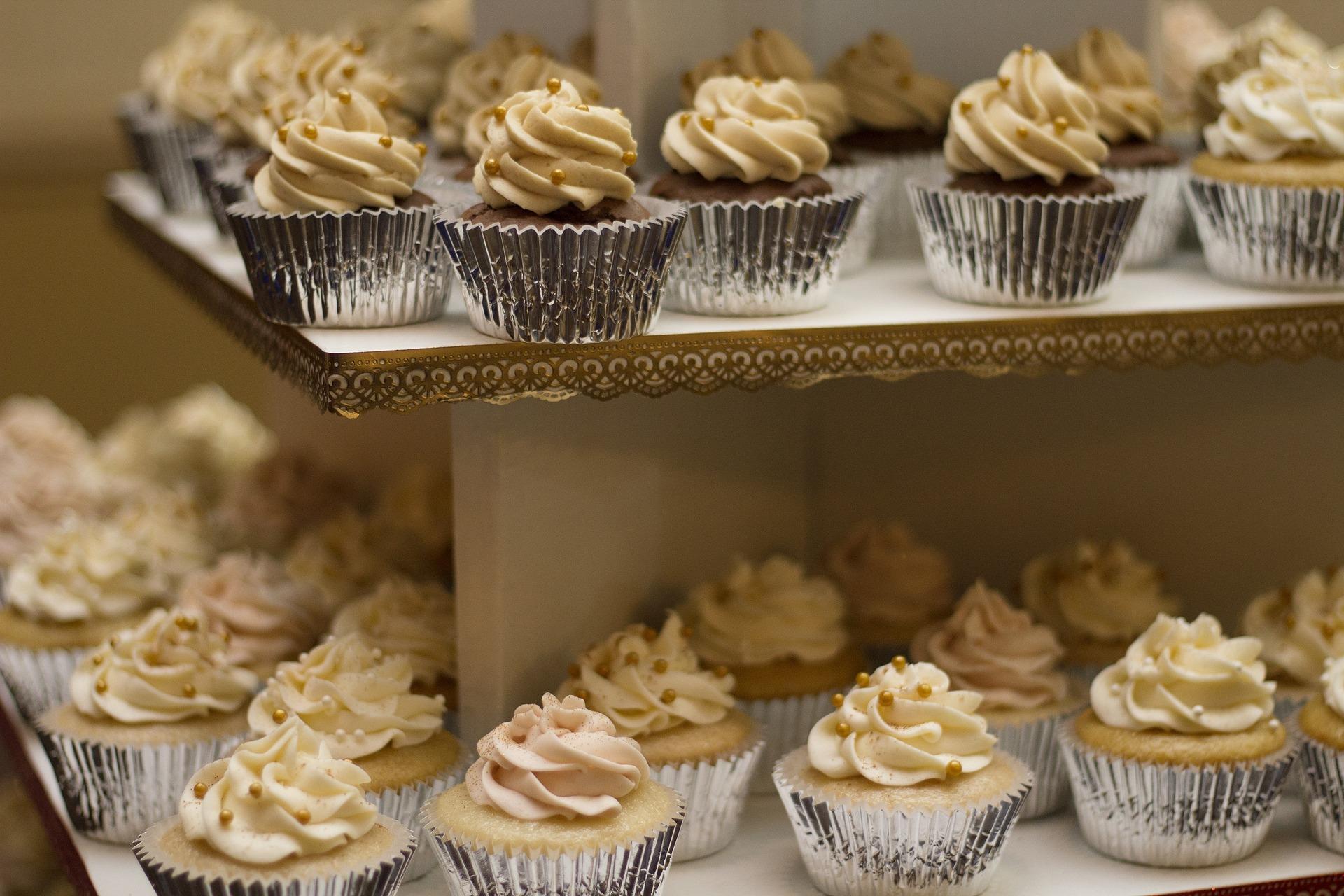 cakes-1245725_1920