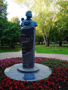 Boris Pasternak statue