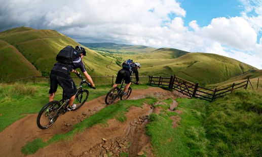 Two-mountain-bikers-desce-011.jpg