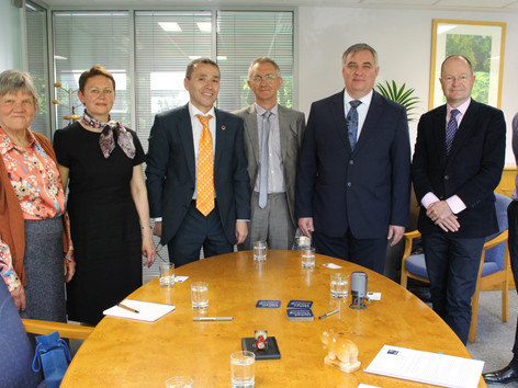 Signing of the memorandum of understanding between the Vice Chancellor of Oxford university and the rector of Perm university.