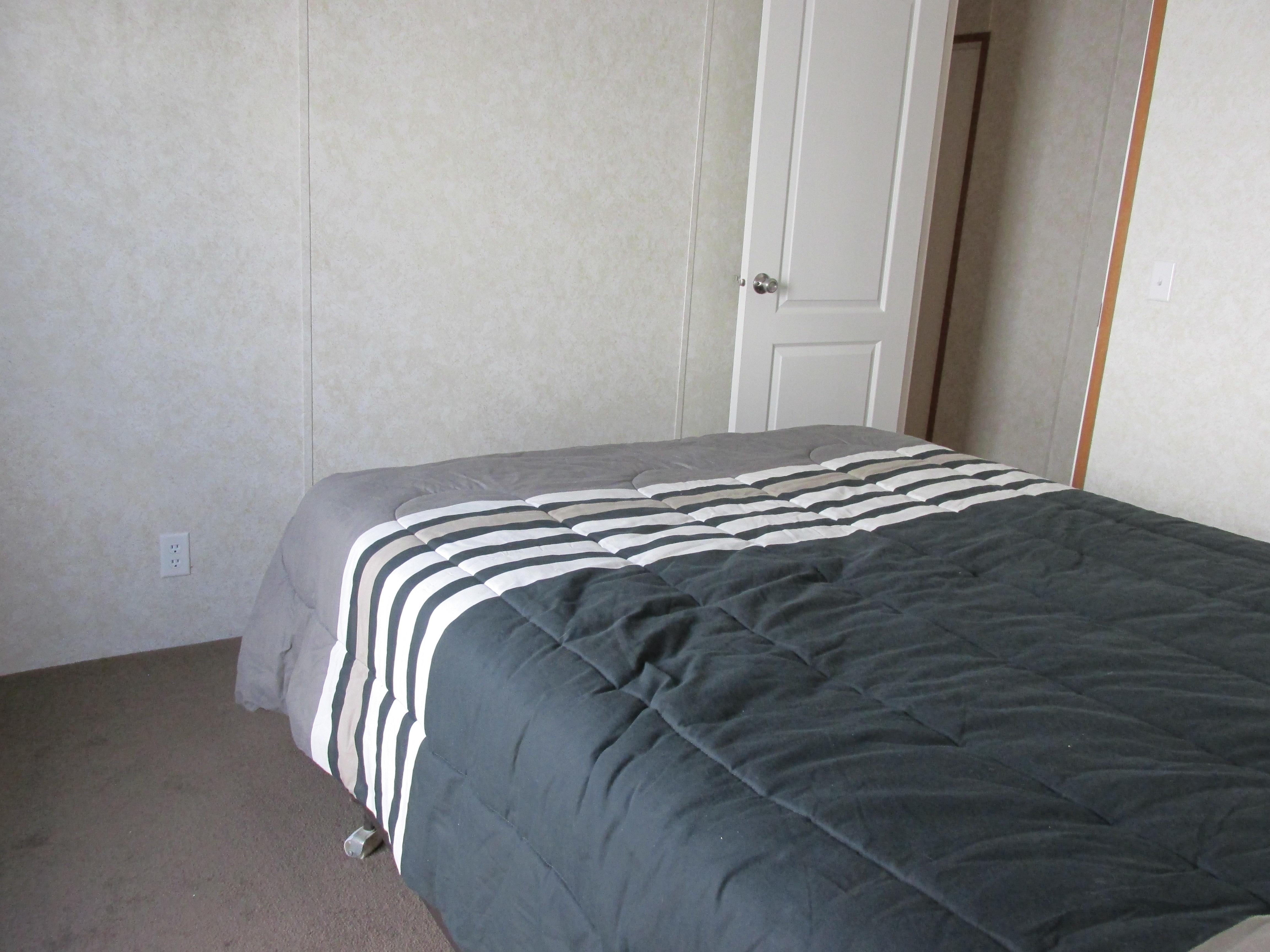 400 Bedroom#1-5.JPG