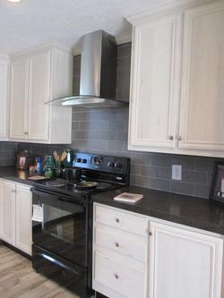 387 Kitchen 2.JPG