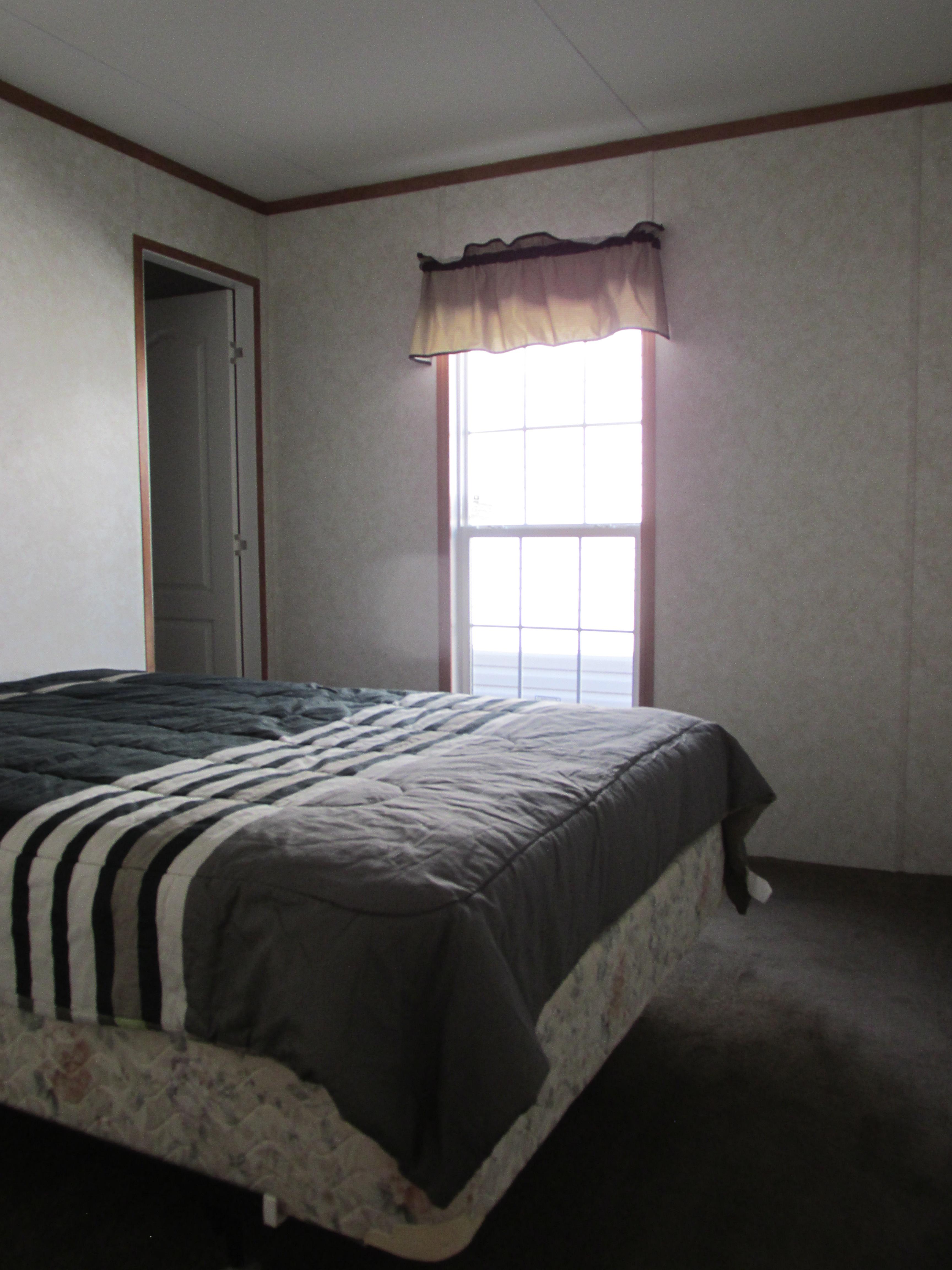 400 Bedroom#1-2.JPG