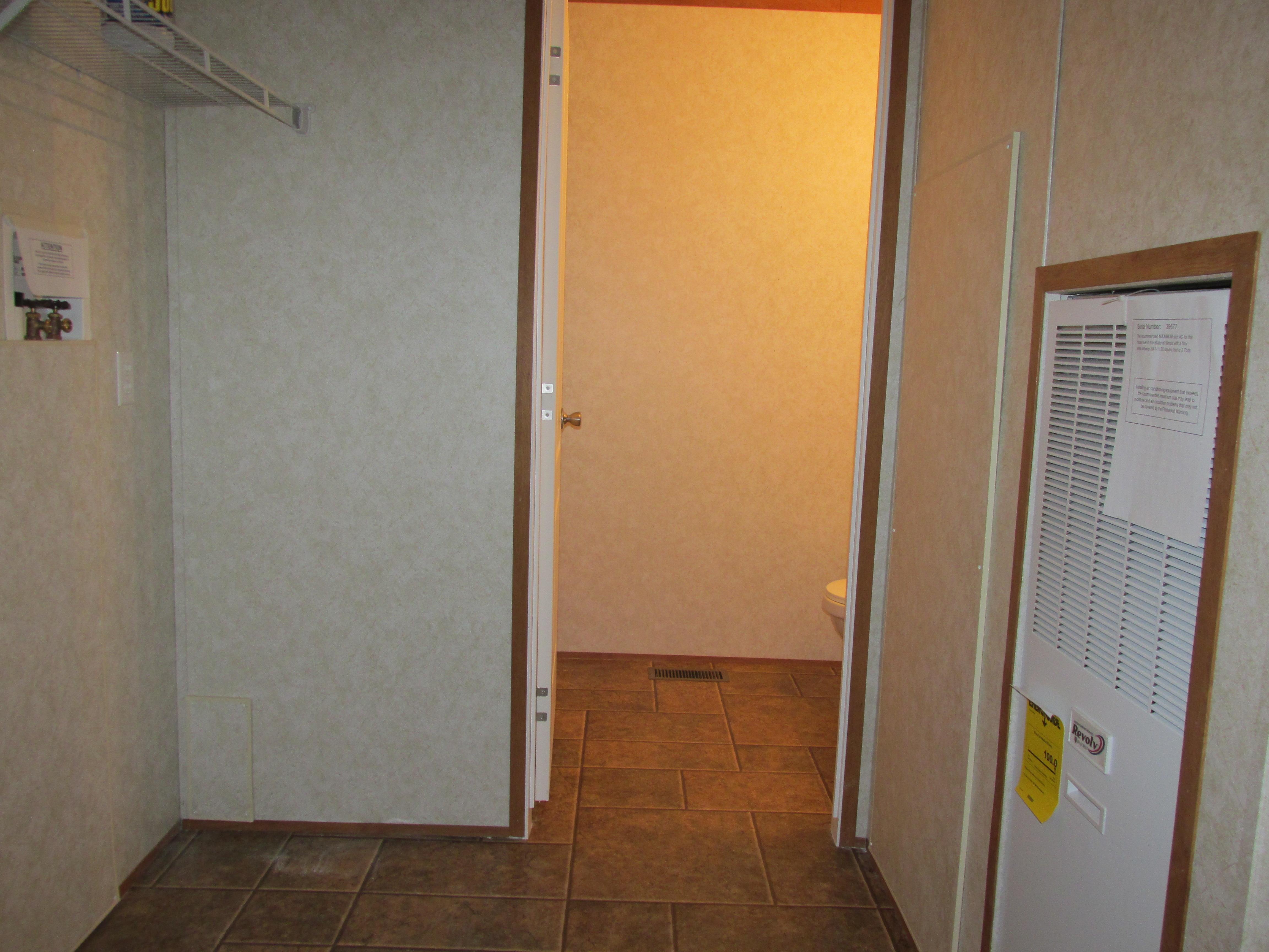 400 Utility Room-Bath#2-2.JPG