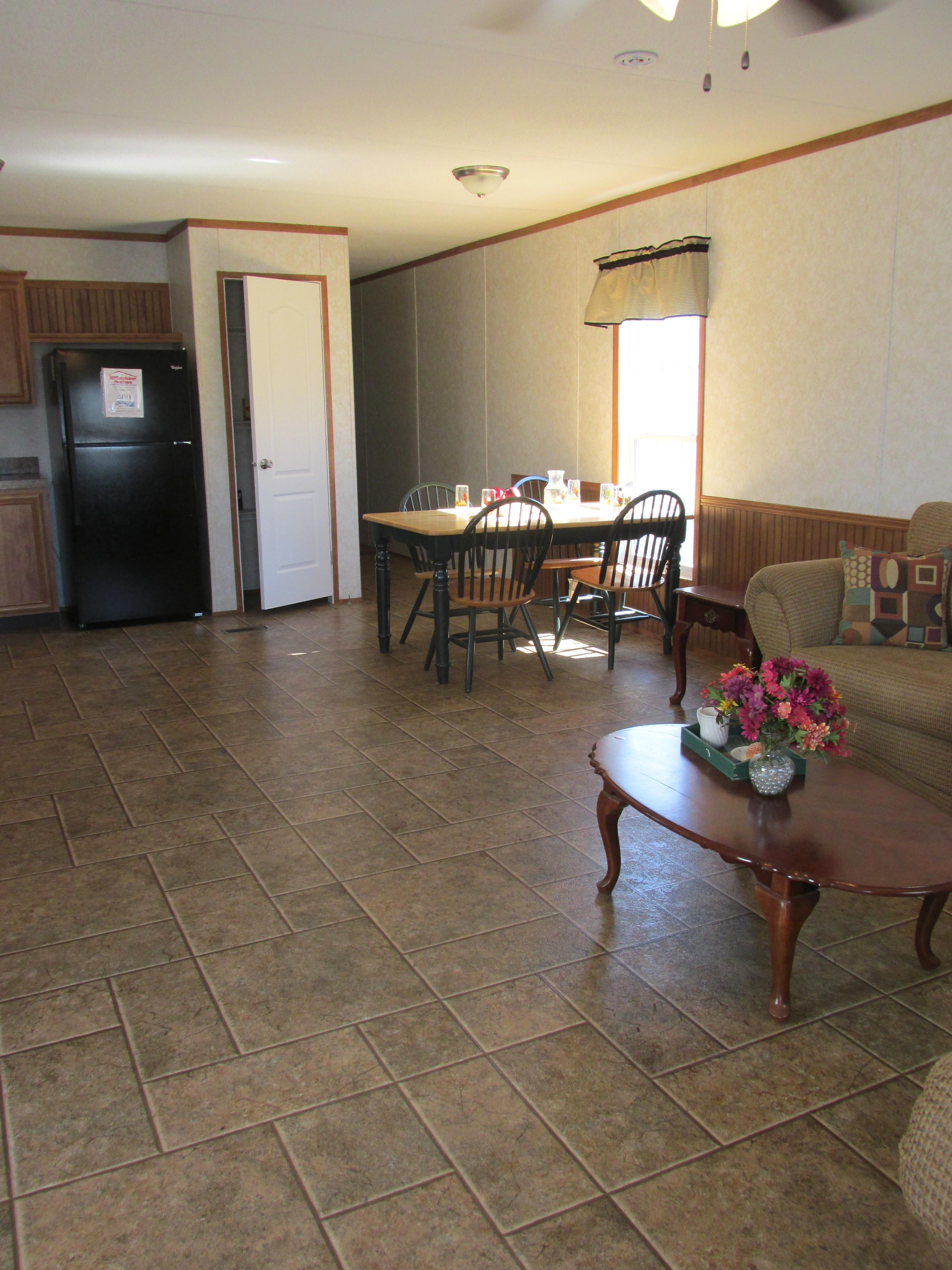 400 Living Room2.JPG
