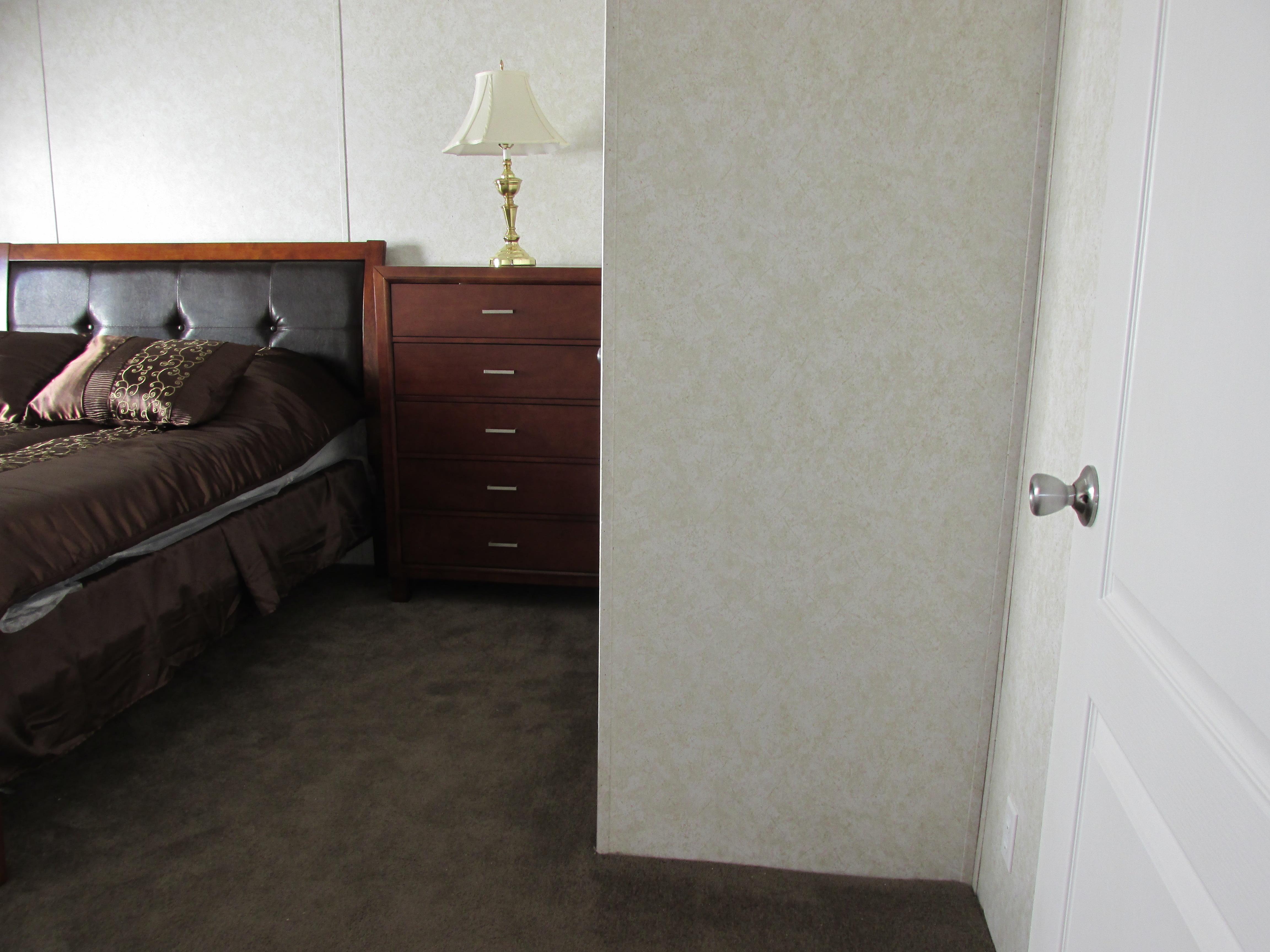 400 Bedroom#2-3.JPG