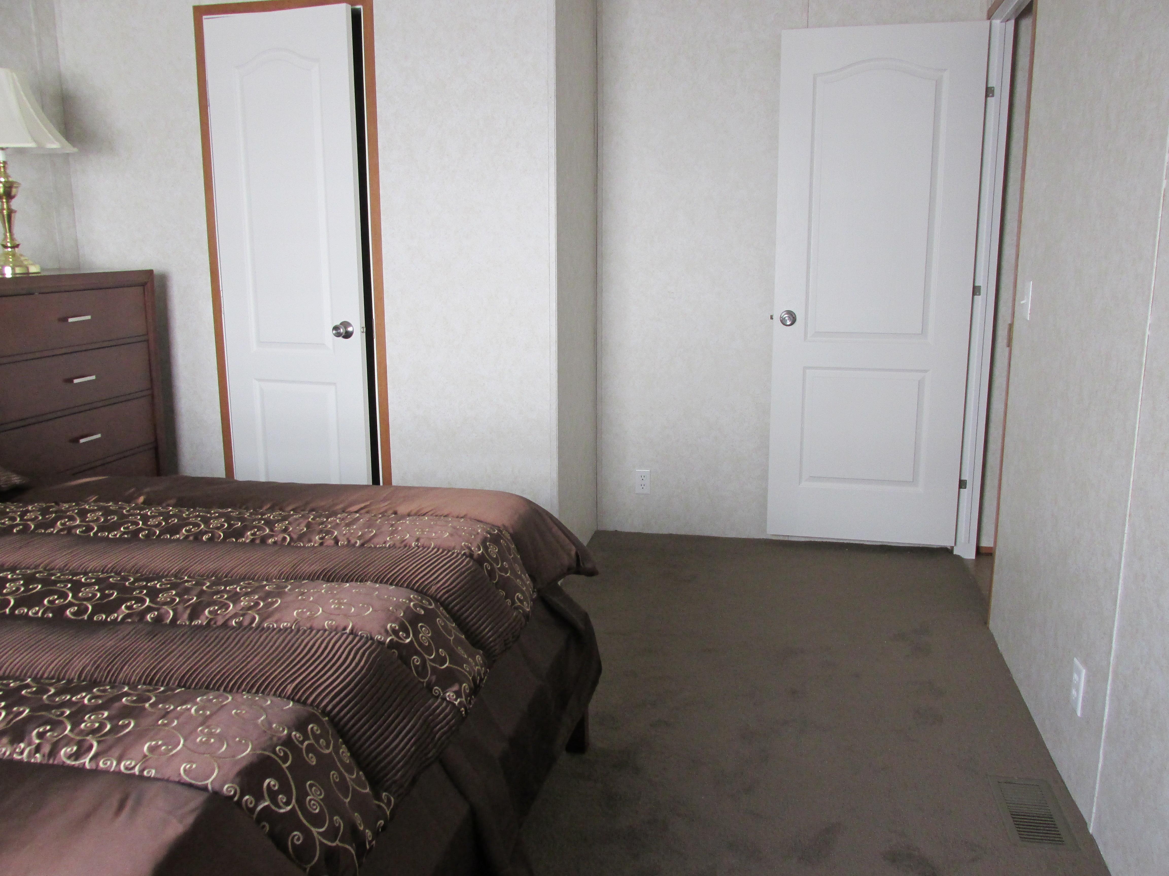 400 Bedroom#2-6.JPG
