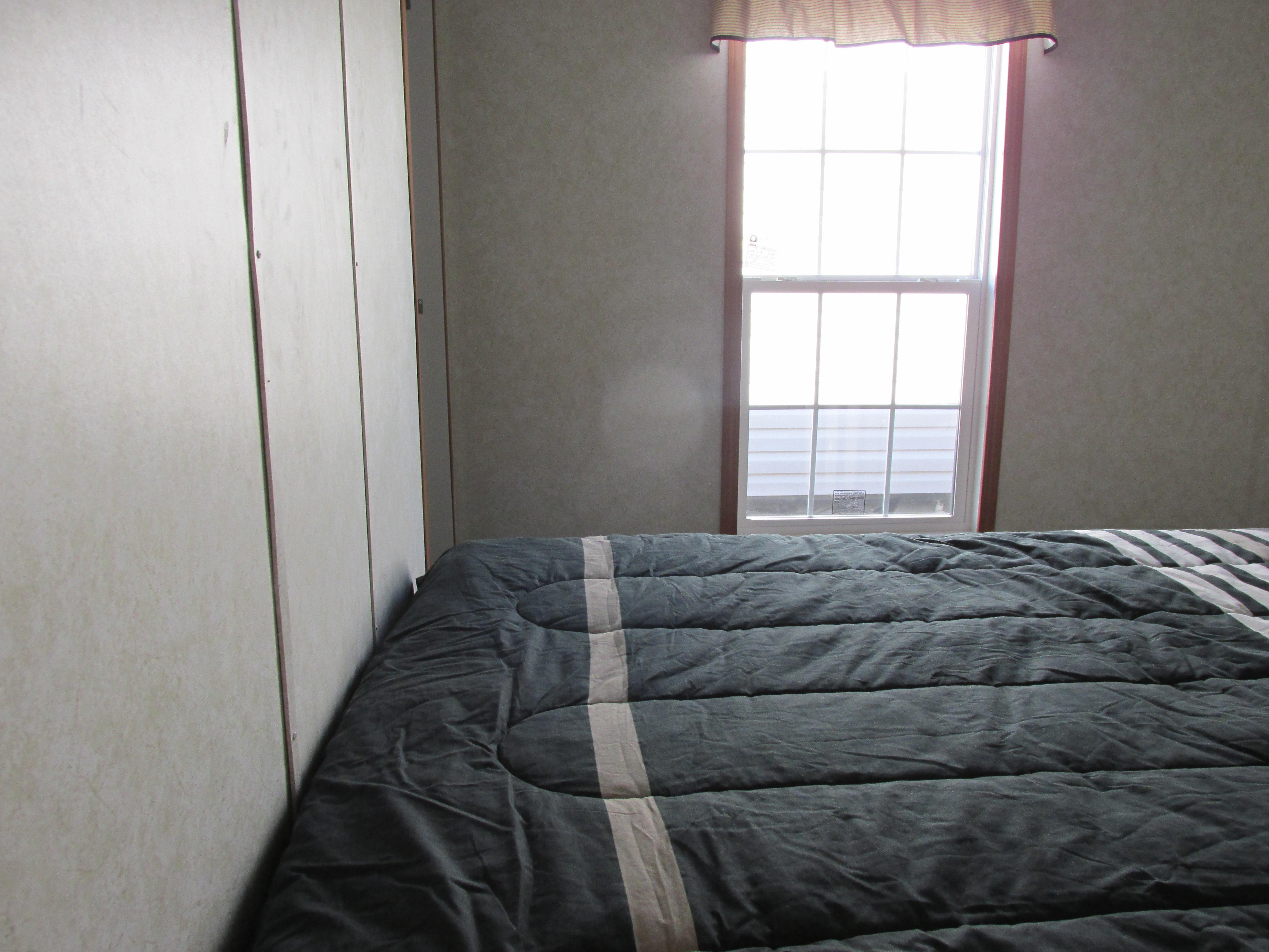 400 Bedroom#1-4.JPG