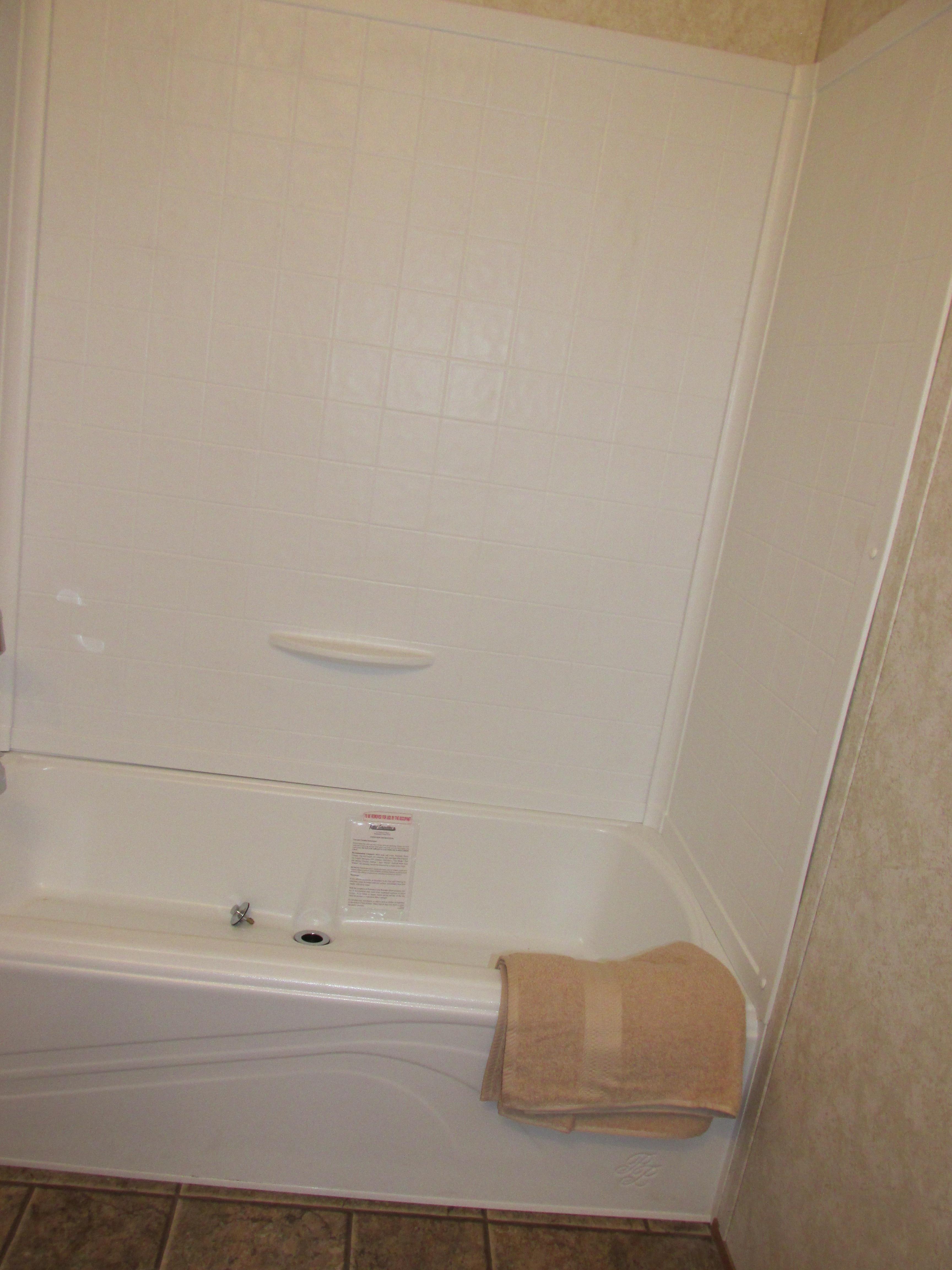 400 Bath#2-3.JPG