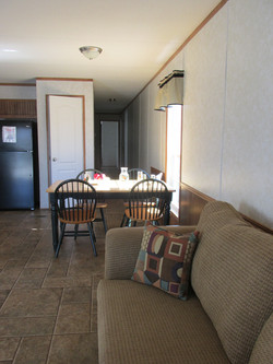 400 Living Room5.JPG