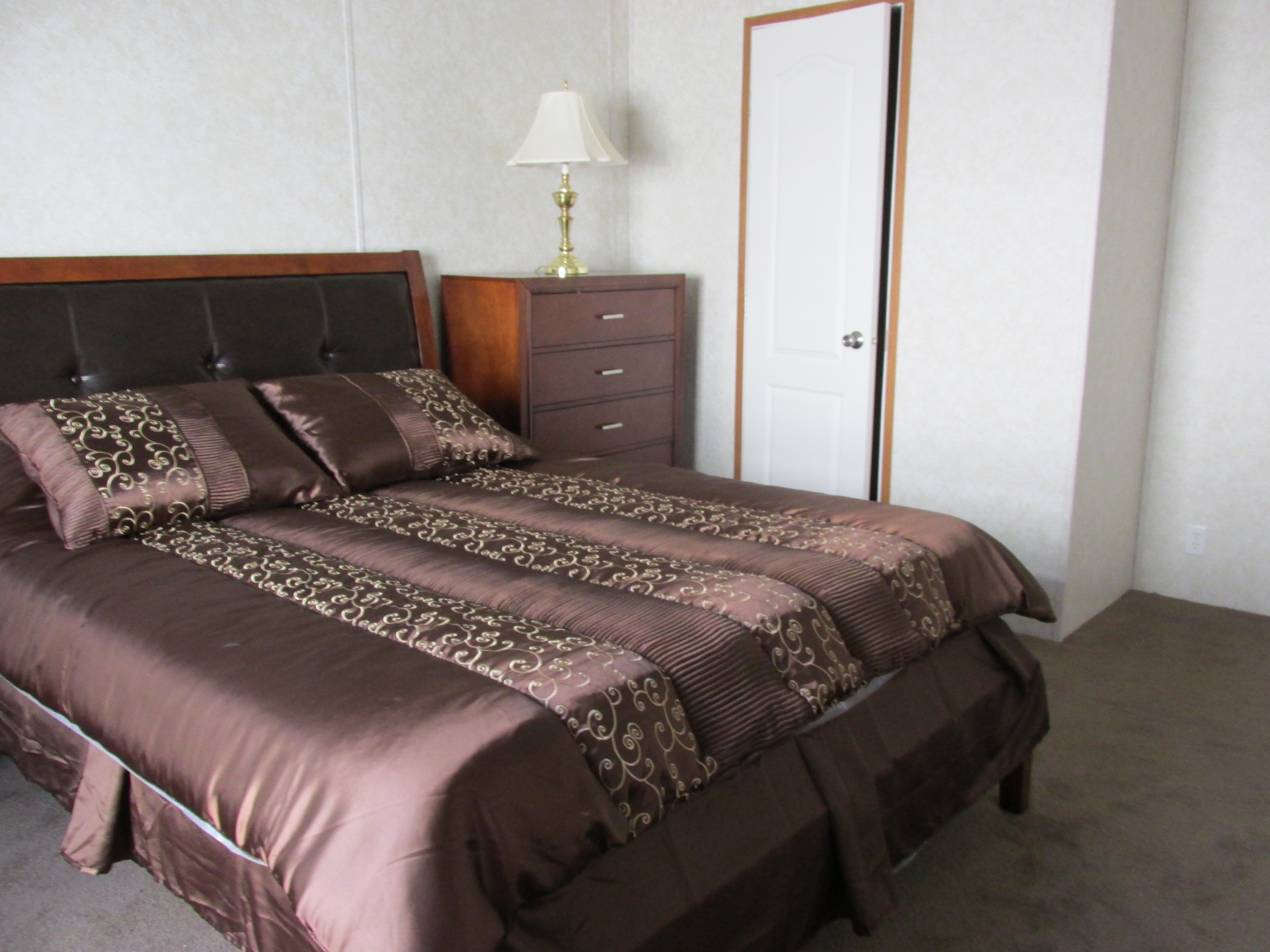 400 Bedroom#2-4.JPG