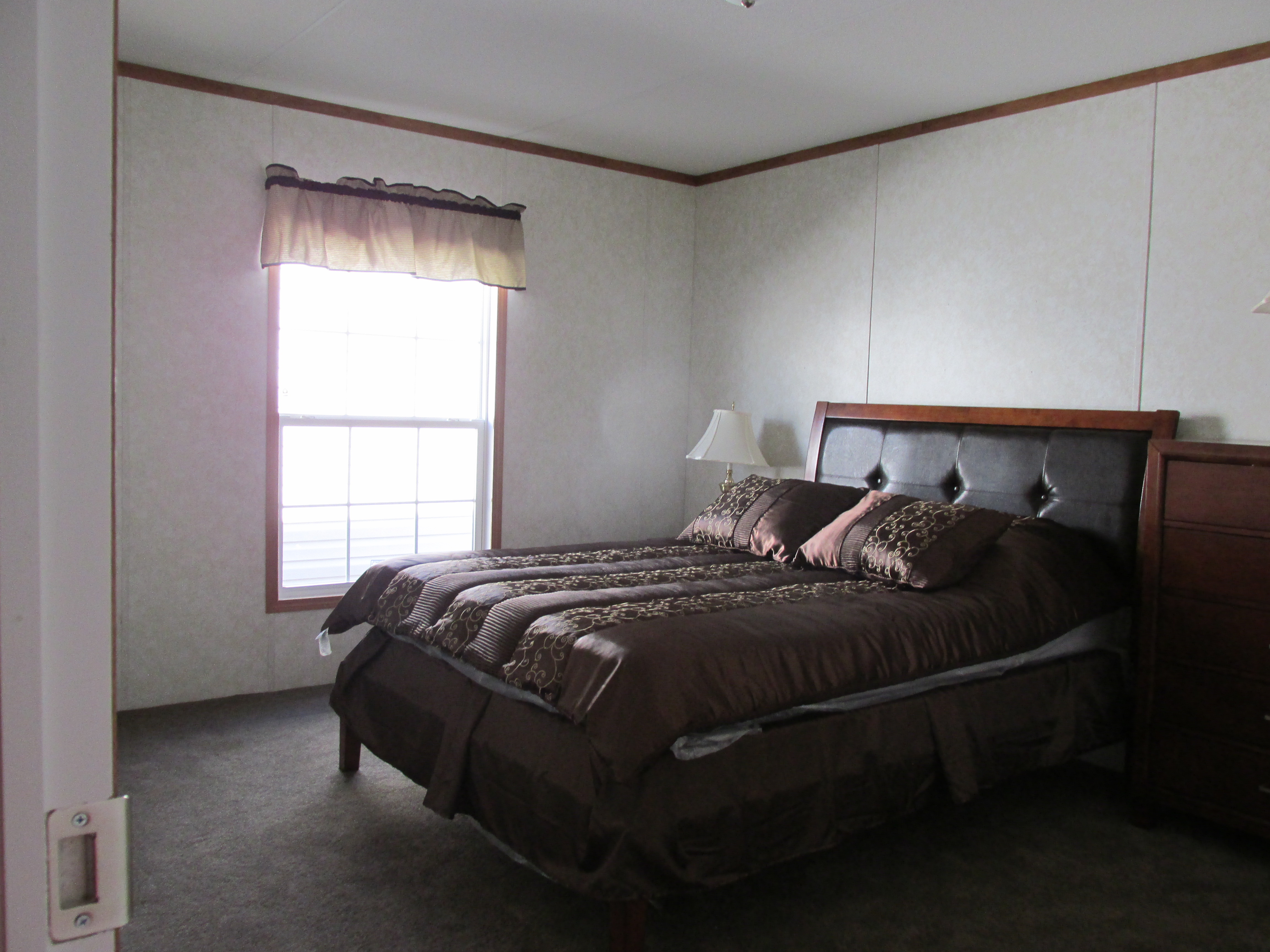 400 Bedroom#2-1.JPG