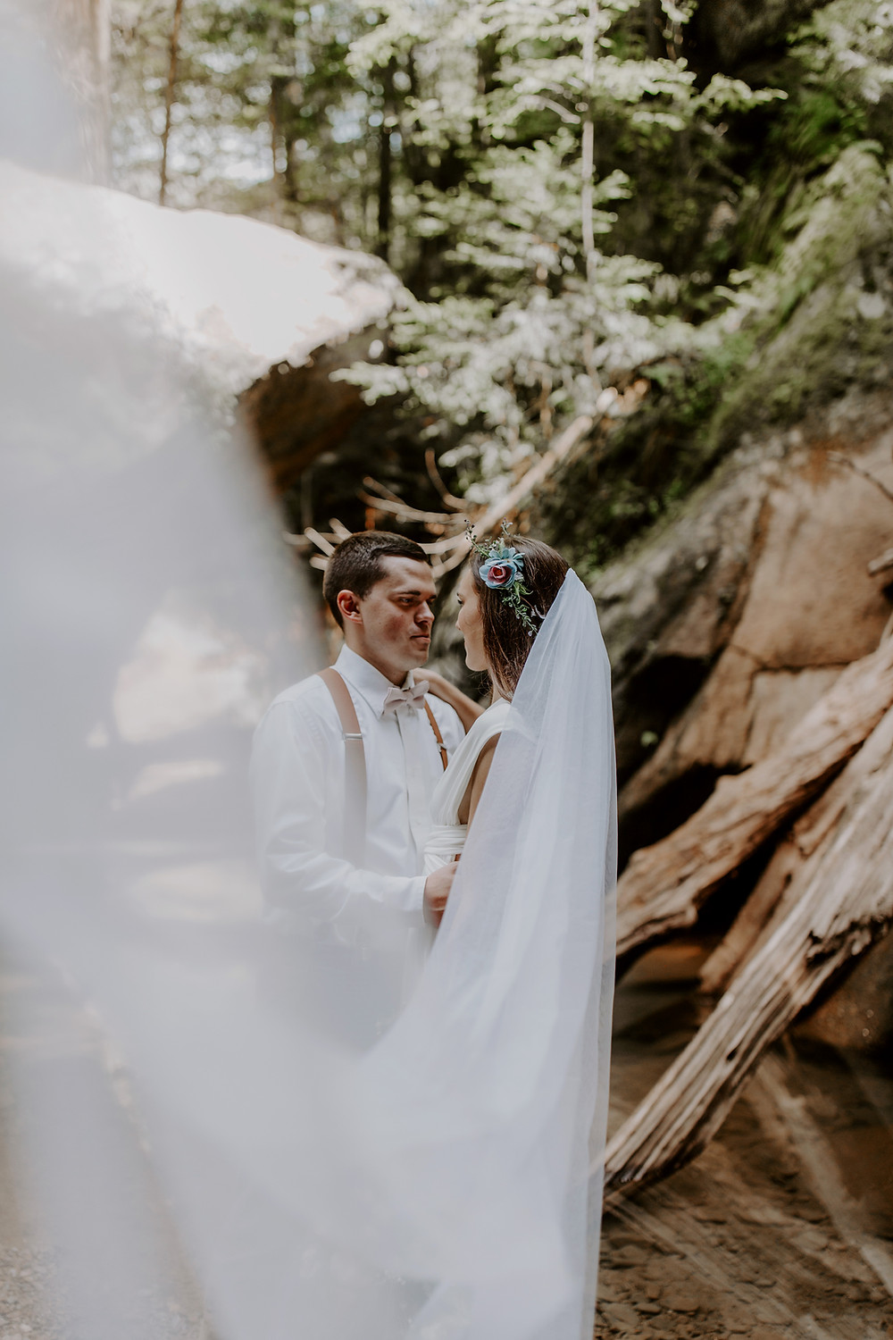 Bride wearing a veil while eloping in Hocking Hills State Park Ohio