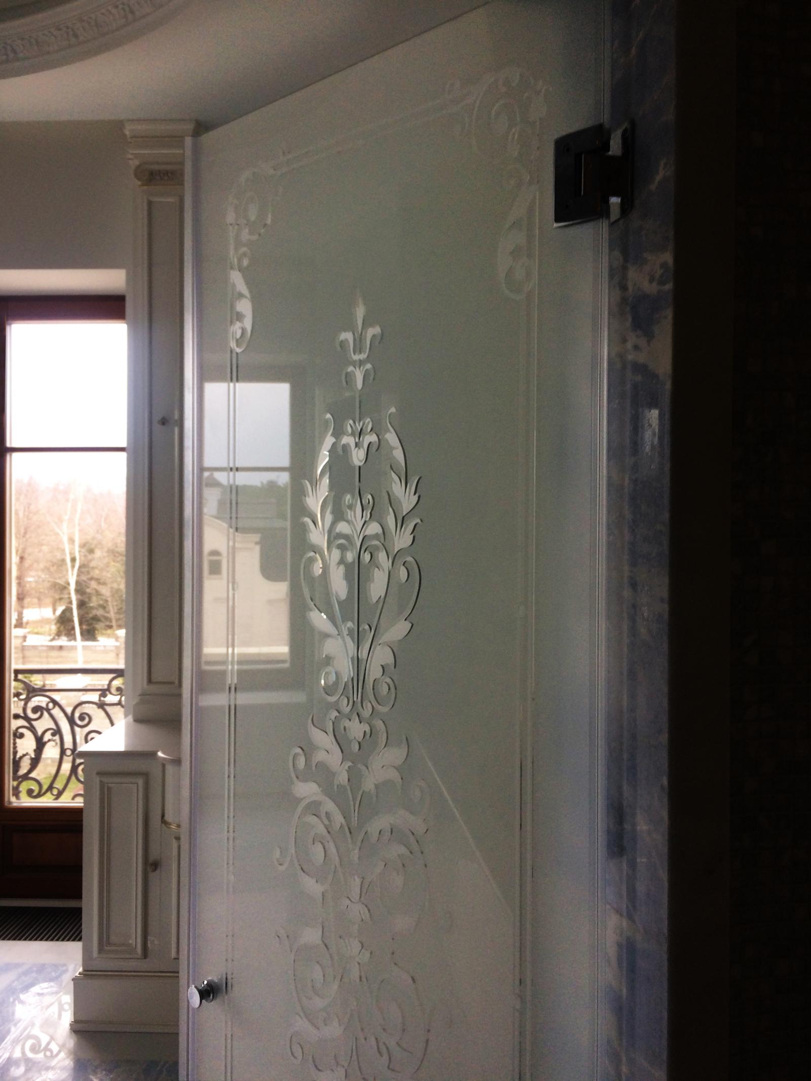 душевая дверь в нишу с рисунком