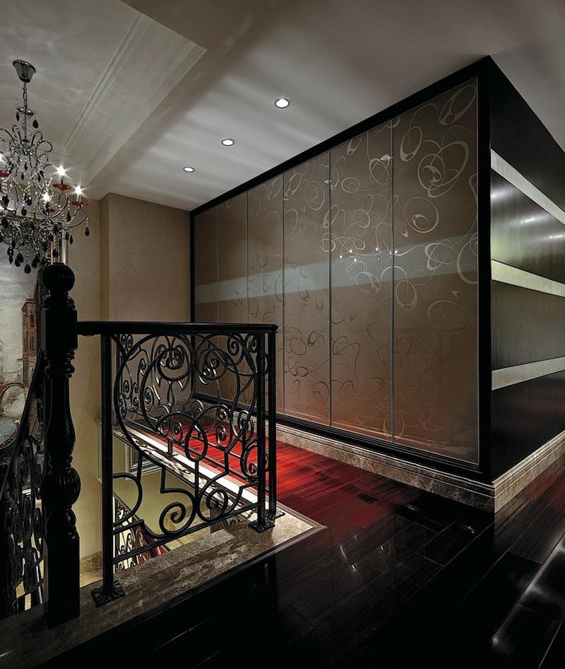 стеклянный фасад шкафа