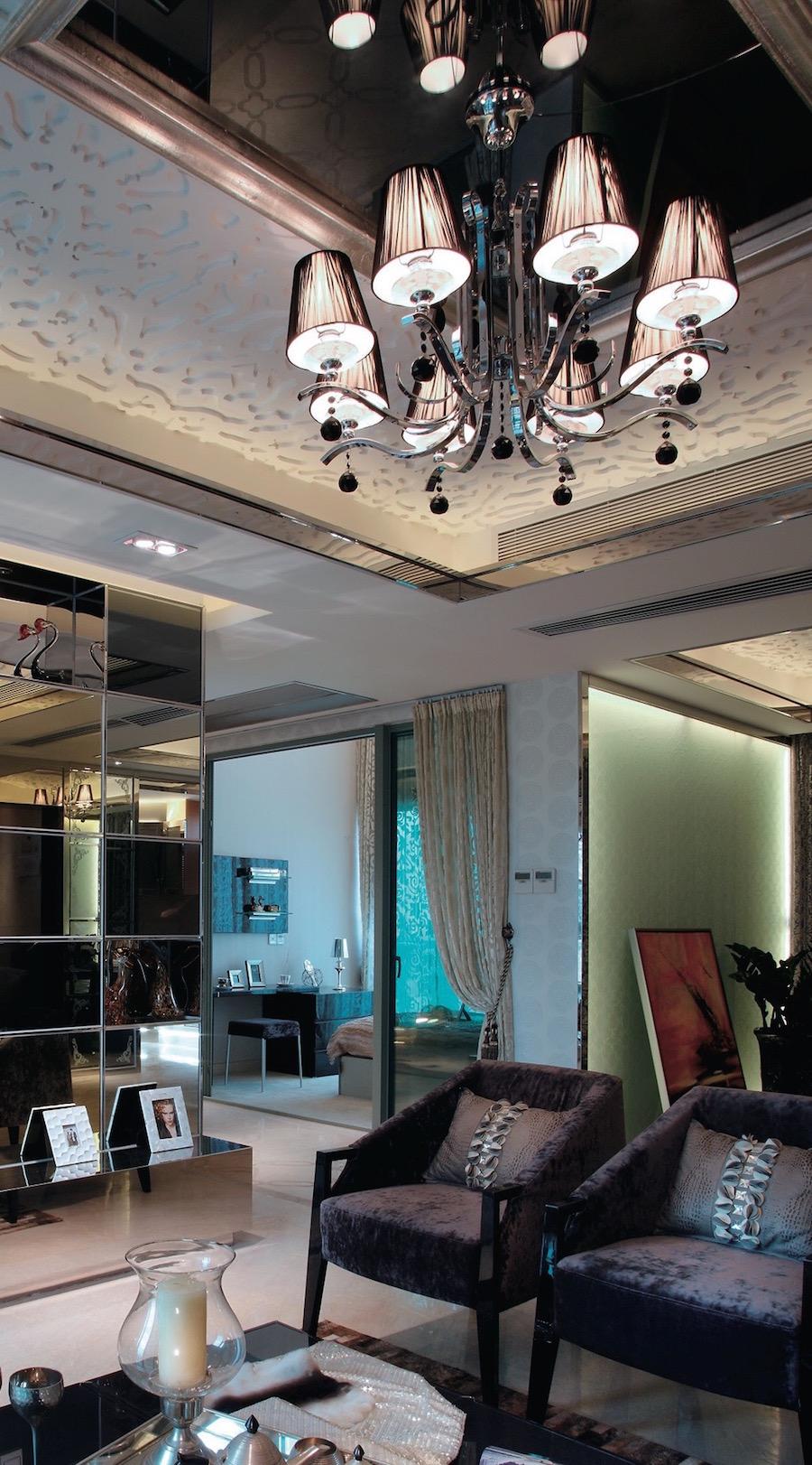 зеркало на потолке в широком багете