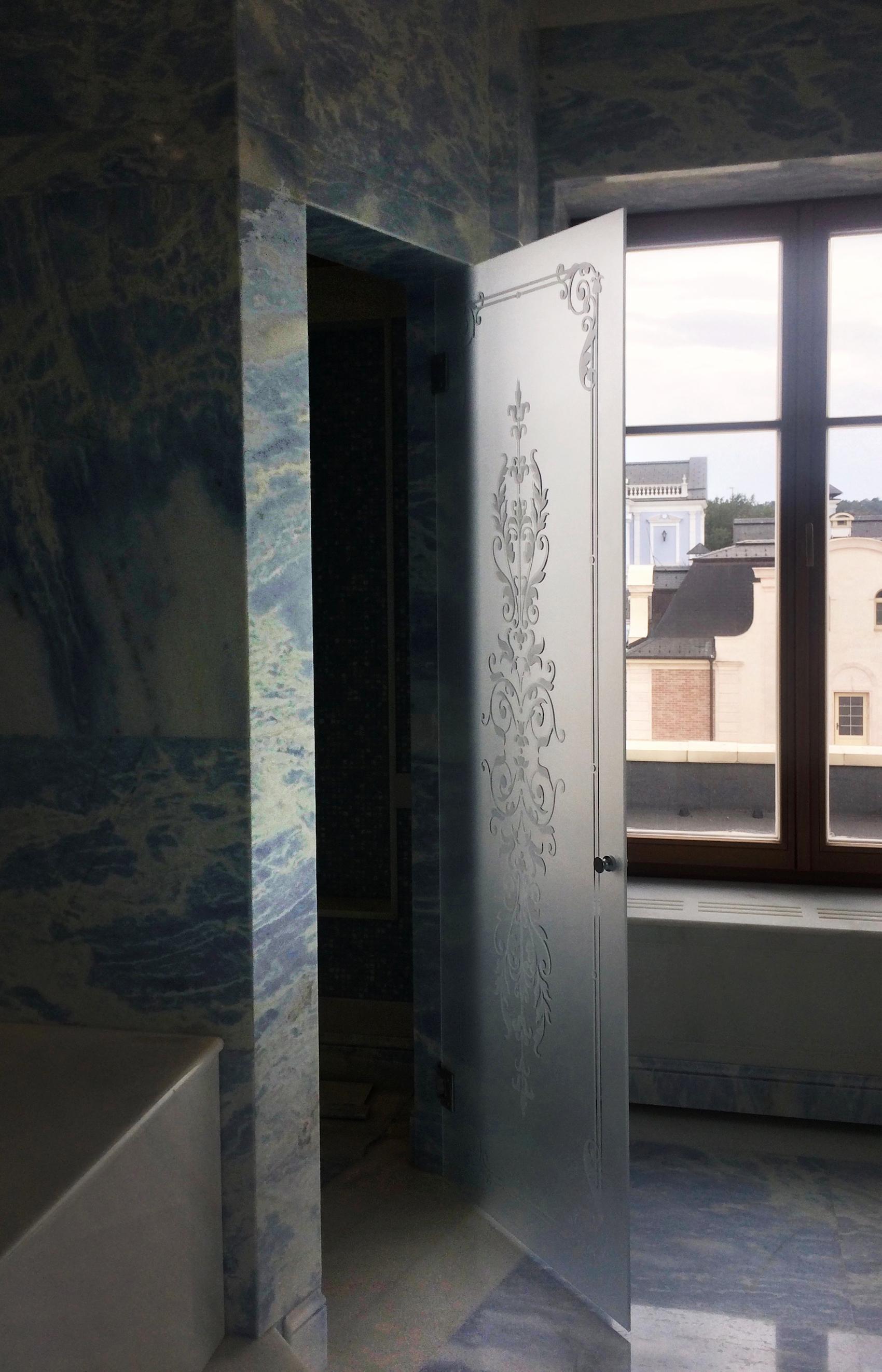 душевая дверь с рисунком