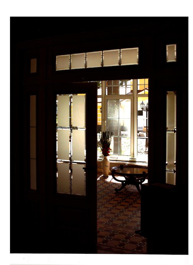 двери с фацетным стеклом сатинато