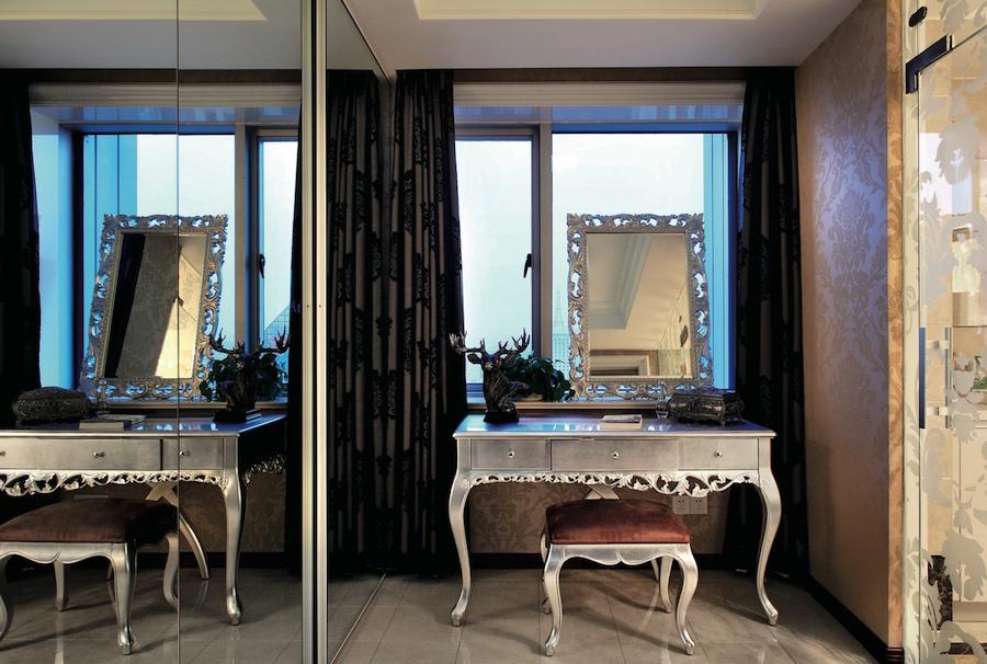 зеркало в серебрянном багете