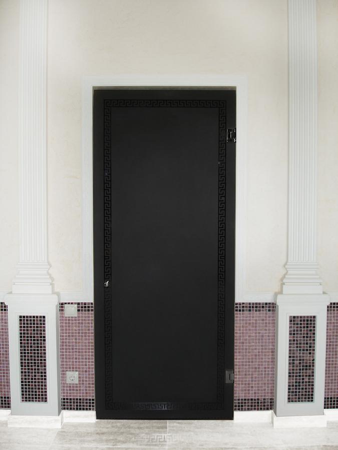 дверь в сану из стекла