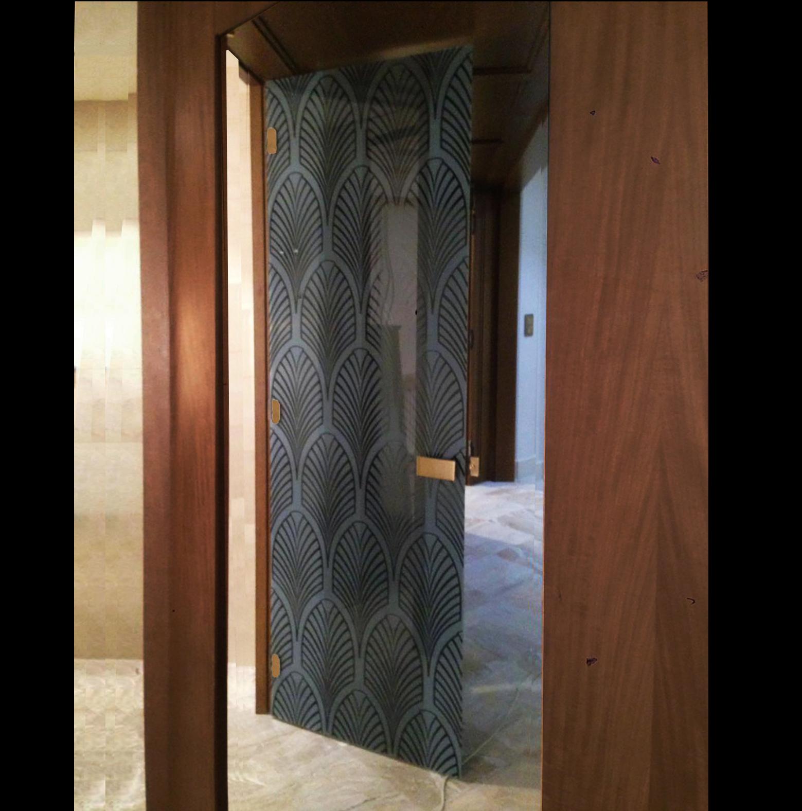 черная стеклянная дверь с рисунком