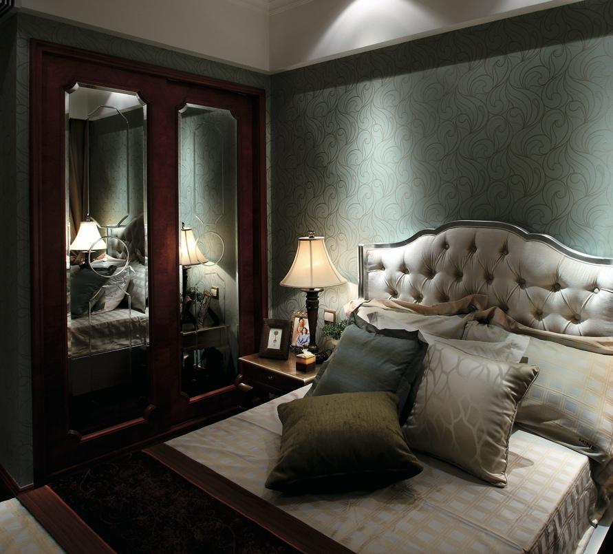 зеркало сложной формы в классическом фасаде