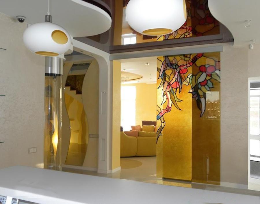 стеклянная раздвижная дверь витраж