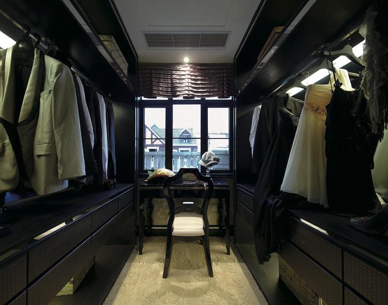 гардеробная с окном