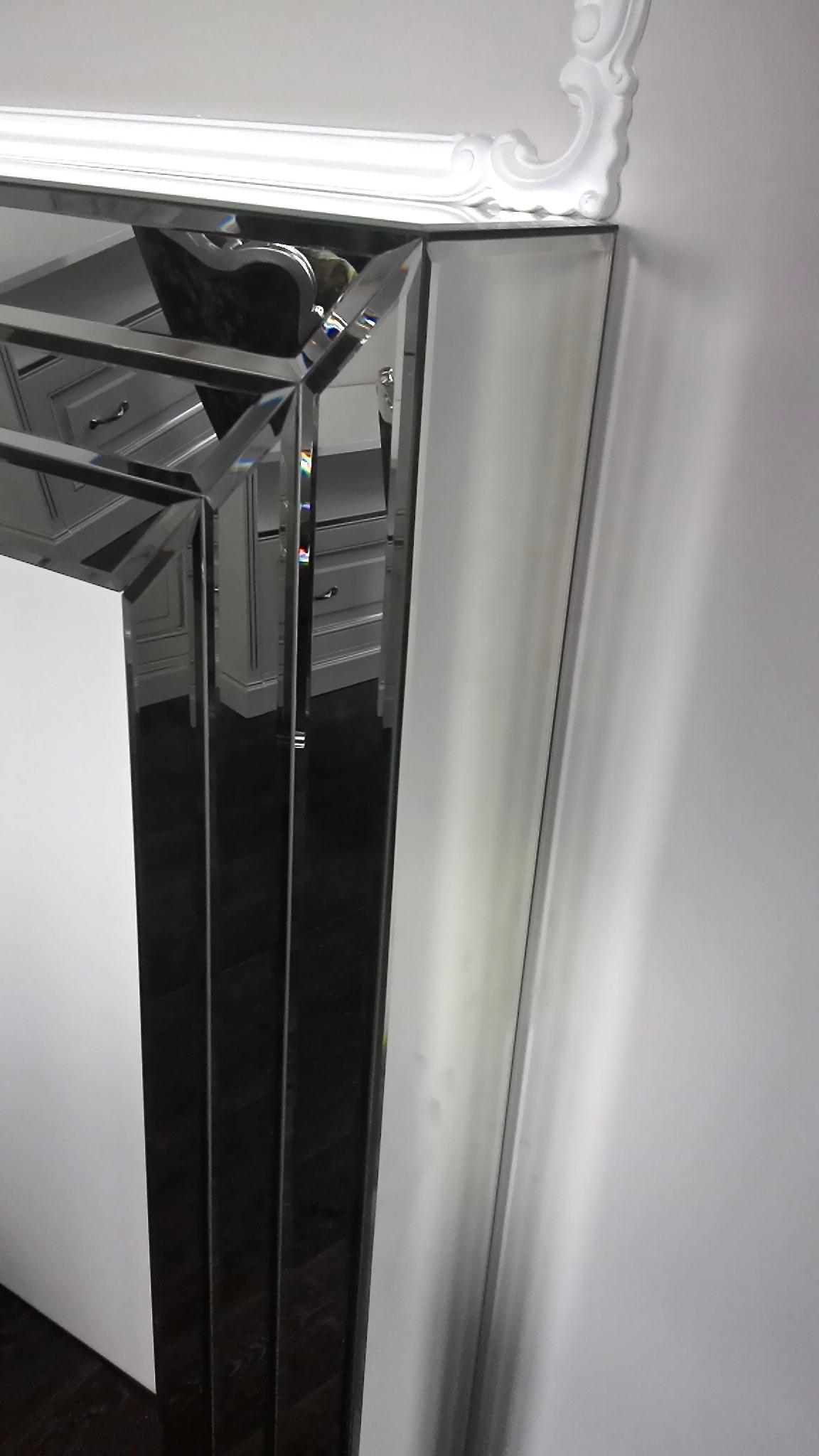 зеркальная консоль с фасетными модулями