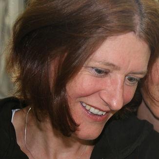 Magdalena Windler, Kunsttherapeutin, Keramikerin, Kindergärtnerin. Fachausbildung Kreative, leiborientierte Traumatherapie