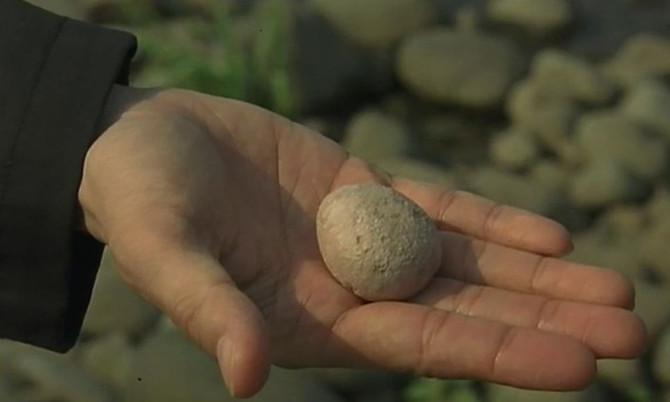 """A """"carta de pedra"""", luto e transmissão                     (comentários sobre o filme &quo"""