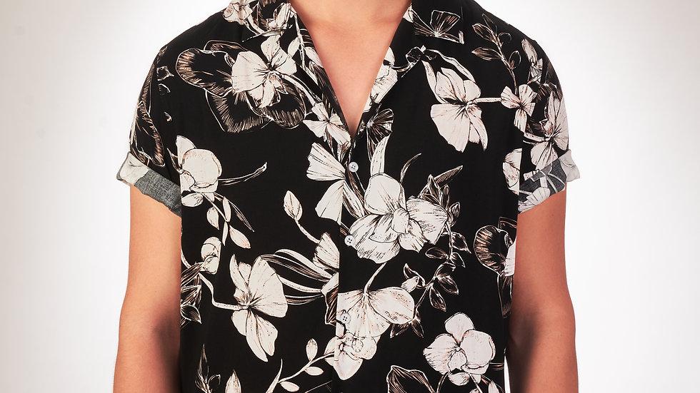 Camisa Modelo: Negra con Flores Blancas