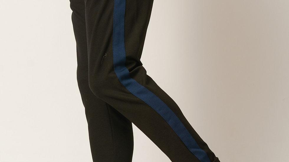 Pantalón modelo: Negro con franja azul