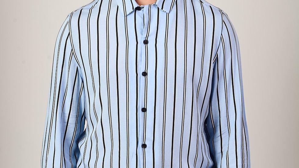 Camisa Modelo: CELESTE CON LINEAS NEGRAS