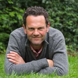 Dr. Karel Bos