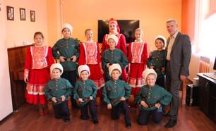 Ансамбль казачьей песни «Любо» выступил на открытии выставки «Мастера Красноярья»